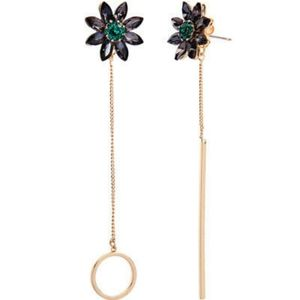 Black Flowers with Gold Drop Slender Chains